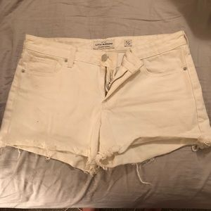 White lucky jean short